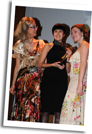 Best short film Award Dir.Giorgia Farina receives Angel Trophy for 'Alba' from Rosana & Camilla Rutherford