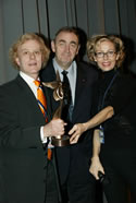 'Angel Award' 6 December 2003, Ambiance trés Hollywoodienne samedi soir, au cinéma 'Le Sporting à Monte-Carlo; on the left Film-maker Curt Truninger for best Film (Dead by Monday, comedy) receiving 'The Angel Award' Mr. René-Georges Panizzi, le representant le gouvernment monégasque (Monaco), Rosana Golden, organisatrice du Festival.